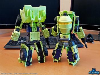 [Toyworld] Produit Tiers - Jouet TW-C Constructor aka Devastator/Dévastateur (Version vert G1 et jaune G2) - Page 6 01dKKuZV