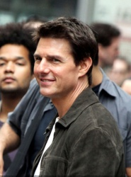 Tom Cruise - on the set of 'Oblivion' outside at the Empire State Building - June 12, 2012 - 376xHQ KHfewZeR