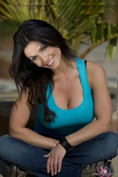 Дениз Милани, фото 4956. Denise Milani Playing with the Puppy (Low Quality), foto 4956
