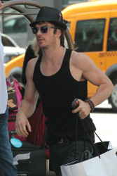 Ian Somerhalder - Took a taxi in Soho on New York City 2012.05.12 - 9xHQ 4tsIBceI
