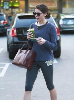 Ashley Greene - Imagenes/Videos de Paparazzi / Estudio/ Eventos etc. - Página 25 AcpAr7BQ