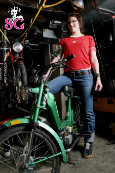 08-15 - Erin - Moped