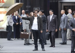 Tom Cruise - on the set of 'Oblivion' outside at the Empire State Building - June 12, 2012 - 376xHQ 2qCQuhTm