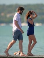Nina Dobrev with her boyfriend Austin Stowell in Saint-Tropez (July 24) MQZsSfpy