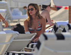 acqJGtK0 Ana Beatriz Barros in a bikini in Miami Beach   December 7, 2012   35 HQ candids