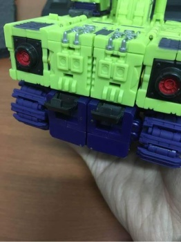 [Toyworld] Produit Tiers - Jouet TW-C Constructor aka Devastator/Dévastateur (Version vert G1 et jaune G2) - Page 3 5vR4ZzS3