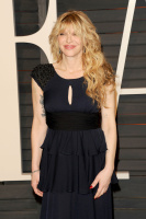 """Courtney Love """"2015 Vanity Fair Oscar Party hosted by Graydon Carter at Wallis Annenberg Center for the Performing Arts in Beverly Hills"""" (22.02.2015) 49x URmZdoRC"""