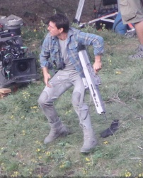 Tom Cruise - on the set of 'Oblivion' in Mammoth Lakes, California - July 11, 2012 - 18xHQ Fhz0gqtv
