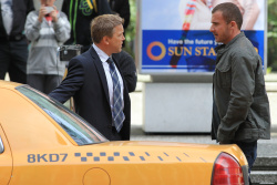 Dominic Purcell on the set of 'Bailout: The Age of Greed' - April 27, 2012 - 17xHQ PIT1ikEk