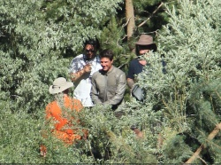 Tom Cruise - on the set of 'Oblivion' in June Lake, California - July 10, 2012 - 15xHQ S4IhzVXq