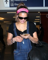 Nina Dobrev at LAX Airport (March 27) ELk6AYvn