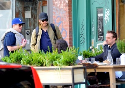 Jake Gyllenhaal & Jonah Hill & America Ferrera - Out And About In NYC 2013.04.30 - 37xHQ Ihx4bcEj