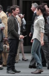 Tom Cruise - on the set of 'Oblivion' outside at the Empire State Building - June 12, 2012 - 376xHQ 9Zj69Yar