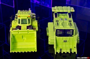 [Toyworld] Produit Tiers - Jouet TW-C Constructor aka Devastator/Dévastateur (Version vert G1 et jaune G2) - Page 4 MUUcbs6f