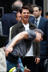 Tom Cruise - on the set of 'Oblivion' outside at the Empire State Building - June 12, 2012 - 376xHQ 5KKXrzax