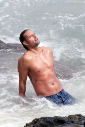 Josh Holloway - Shooting commercial for Davidoff's Cool Water (07.12.2008) - 7xHQ OdIS7Jj3