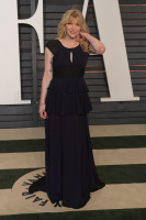 """Courtney Love """"2015 Vanity Fair Oscar Party hosted by Graydon Carter at Wallis Annenberg Center for the Performing Arts in Beverly Hills"""" (22.02.2015) 49x ILCYFMun"""