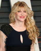 """Courtney Love """"2015 Vanity Fair Oscar Party hosted by Graydon Carter at Wallis Annenberg Center for the Performing Arts in Beverly Hills"""" (22.02.2015) 49x ZeWLooYZ"""