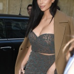 Kim Kardashian Goes for dinner in Paris April 15-2015 x17