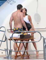 Nina Dobrev and Asustin Stowell enjoy the ocean off the cost the French Riviera (July 26) 9EJ0tIVC