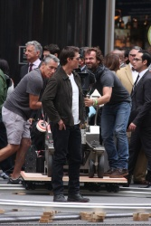 Tom Cruise - on the set of 'Oblivion' outside at the Empire State Building - June 12, 2012 - 376xHQ GX1kjsa1