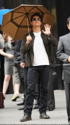Tom Cruise - on the set of 'Oblivion' outside at the Empire State Building - June 12, 2012 - 376xHQ 3qAg9HL3