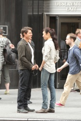 Tom Cruise - on the set of 'Oblivion' outside at the Empire State Building - June 12, 2012 - 376xHQ Vuig38hu