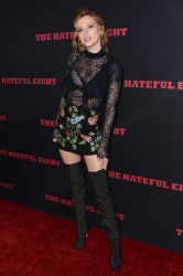 """MEGA POST: Bella Thorne con espectaculares botas en el estreno de """"The Hateful Eight"""" en Los Angeles (7/12/15) VDncFuuy"""