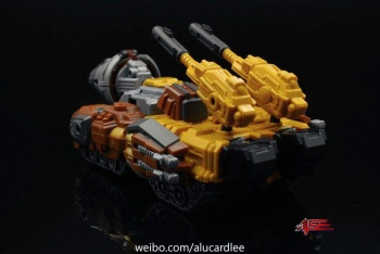 [Warbotron] Produit Tiers - Jouet WB03 aka Computron - Page 2 W8HAe045