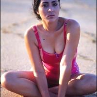 foto hot pose seksi devi Permatasari muda di mahalah popular