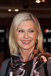Olivia Newton-John - Pink & Blue for Two Wine and Live In Las Vegas CD Signing @ the Flamingo in Las Vegas - 12/06/15