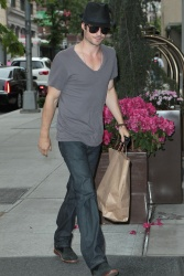 Ian Somerhalder - Out And About in New York 2012.05.15 - 6xHQ SwkZ4aHl