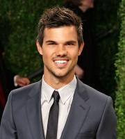 Taylor Lautner - Imagenes/Videos de Paparazzi / Estudio/ Eventos etc. - Página 38 Adk0i9f3
