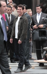 Tom Cruise - on the set of 'Oblivion' outside at the Empire State Building - June 12, 2012 - 376xHQ CO3vXw5j
