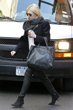 Dakota Fanning / Michael Sheen - Imagenes/Videos de Paparazzi / Estudio/ Eventos etc. - Página 5 Aahhi01S