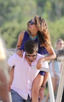 Nina Dobrev with her boyfriend Austin Stowell in Saint-Tropez (July 24) UuzSdMAg