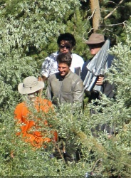 Tom Cruise - on the set of 'Oblivion' in June Lake, California - July 10, 2012 - 15xHQ Hs4QgETT