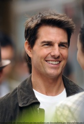 Tom Cruise - on the set of 'Oblivion' in New York City - June 13, 2012 - 52xHQ 7nh3JoOS