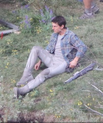 Tom Cruise - on the set of 'Oblivion' in Mammoth Lakes, California - July 11, 2012 - 18xHQ UujYQbK1