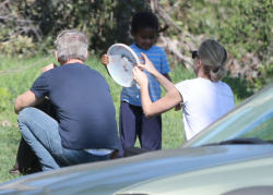 Sean Penn - Sean Penn and Charlize Theron - enjoy a day the park in Studio City, California with Charlize's son Jackson on February 8, 2015 (28xHQ) AdOzJRZH