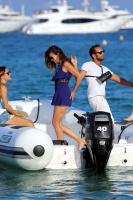 Nina Dobrev with her boyfriend Austin Stowell in Saint-Tropez (July 24) NrctQiq3