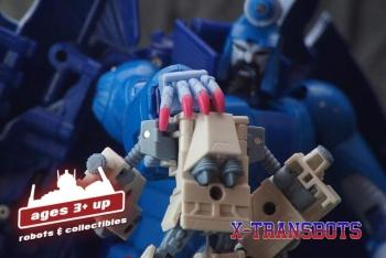 [X-Transbots] Produit Tiers - MX-II Andras - aka Scourge/Fléo - Page 2 ECOMNtUa