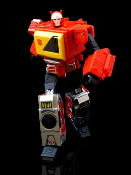 [KFC Toys] Produit Tiers - Jouet Transistor (aka Blaster/Tempo) + DoubleDeck (Twincast) + Fader (aka Eject/Éjecteur) + Rover (aka Autoscout) - Page 2 PVDnBlnc