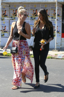 Nina Dobrev with Hilary at Alfred Coffee & Kitchen in West Hollywood (July 29) KxBZ7afA
