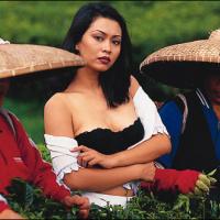 Foto Hot payudara Seksi Ratna Listy di Majalah Popular