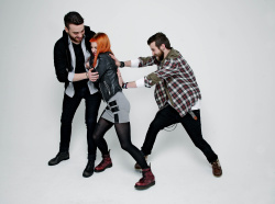 Paramore (Hayley Williams,  Jeremy Davis, Taylor York) - Chris McAndrew Photoshoot for The Guardian (February, 2013) - 35xHQ R4ufMVeL