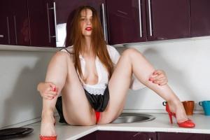 Isabella - In The Kitchen - [famegirls] SVT2VwHn