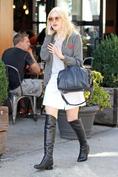 Dakota Fanning / Michael Sheen - Imagenes/Videos de Paparazzi / Estudio/ Eventos etc. - Página 6 Adlqurmx