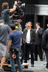 Tom Cruise - on the set of 'Oblivion' outside at the Empire State Building - June 12, 2012 - 376xHQ Yd1BeTZ5