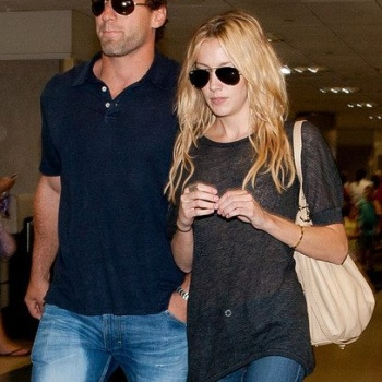 Katie Cassidy and her boyfriend Jarret Stoll at Los Angeles International Airport.